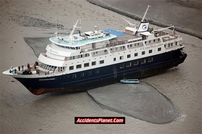 APTOPIX CRUISE SHIP GROUNDED